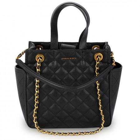 حقيبة سوداء أنيقة مُقدمة من علامة تشارلز اند كيث التجارية