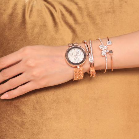 ساعة داني الذهبية الوردية المقدمة من جونز نيويورك
