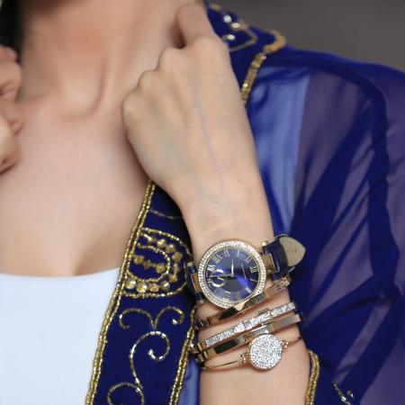 ساعة ادريان فيتاديني الجلدية الكلاسيكية باللون الكحلي