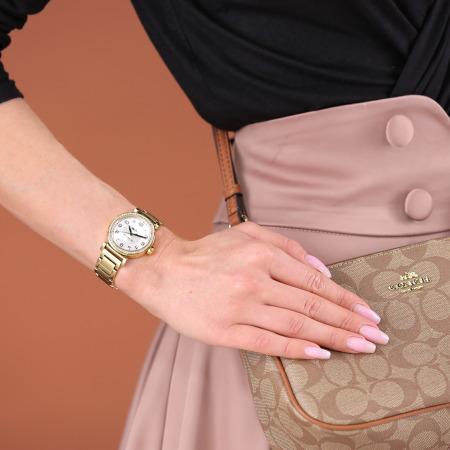 ساعة يد ذهبية
