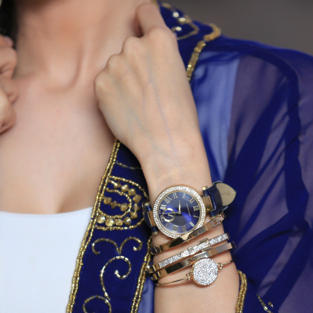 مجموعة ساعة نسائية جلدية كلاسيكية من ادريان فيتاديني - لون أسود و كحلي