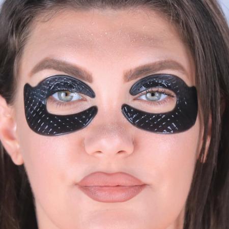 مجموعة بلاك بيرل ماسك للعين مع مجموعة ميكرو كارفت للعناية بالعين